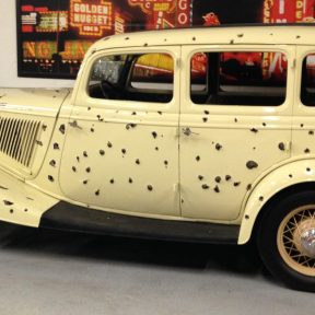 cropped-Bonnie_and_Clyde_Movie_Car